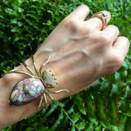 Daniela Villegas- bracelet