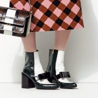 POINTED ANKLE-BOOT IN SHINY CALFSKIN WITH BOW